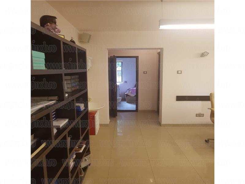 Cotroceni, 4 camere renovate la parter de bloc