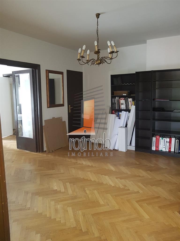 Parcul Ioanid, 4 camere, deosebit, curte, zona superba.