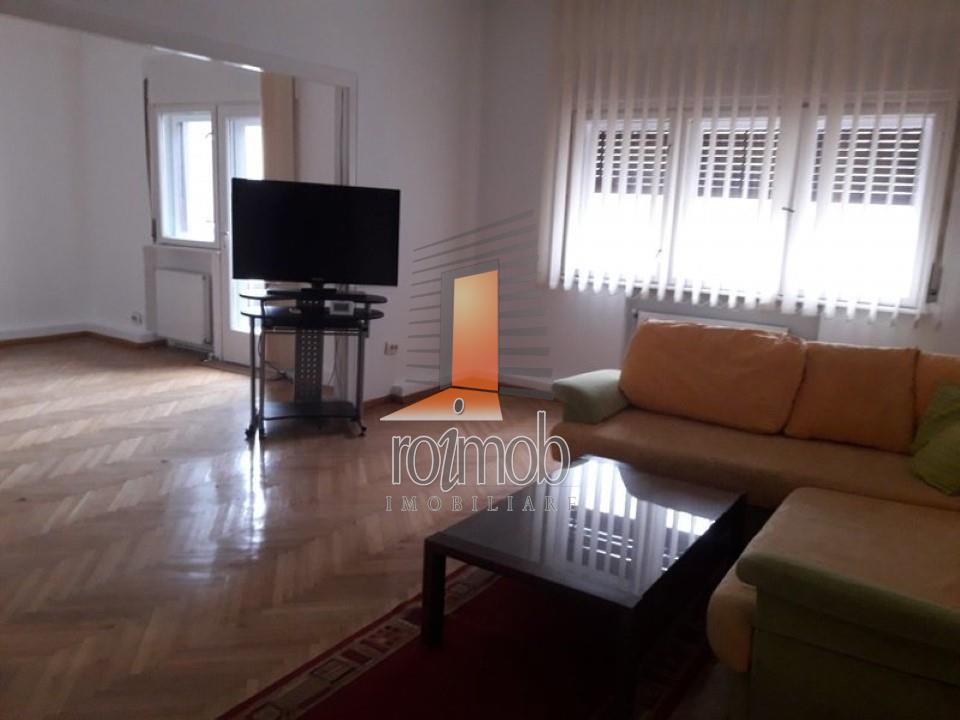 Apartament 3 camere, bucatarie mobilata si utilata,zona Armeneasca