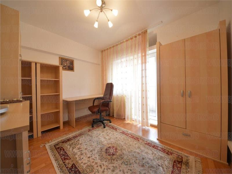 Vanzare apartament cu 3 camere, Bulevardul Unirii - Fantani