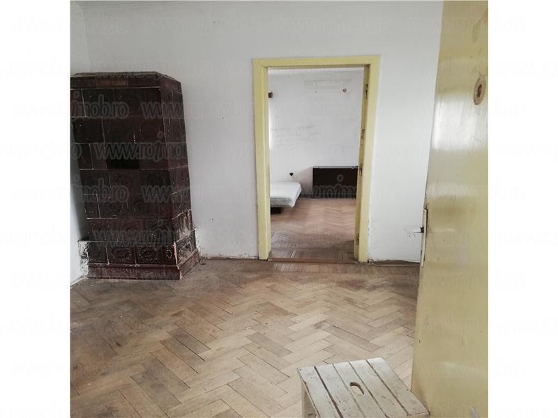 Vanzare casa 12 camere, singur curte, zona Alba Iulia/ Bd. Burebista