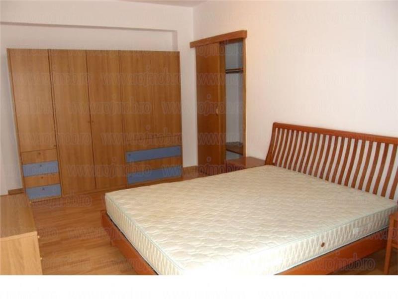 Apartament 4 camere decomandat, constructie 1993,zona Polona