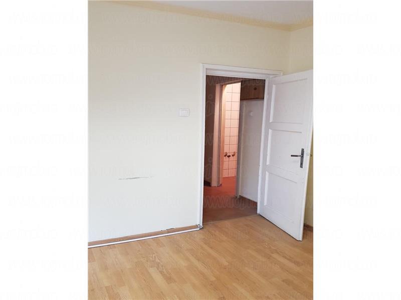 Apartament 5 camere, etajul 2, zona Universitate