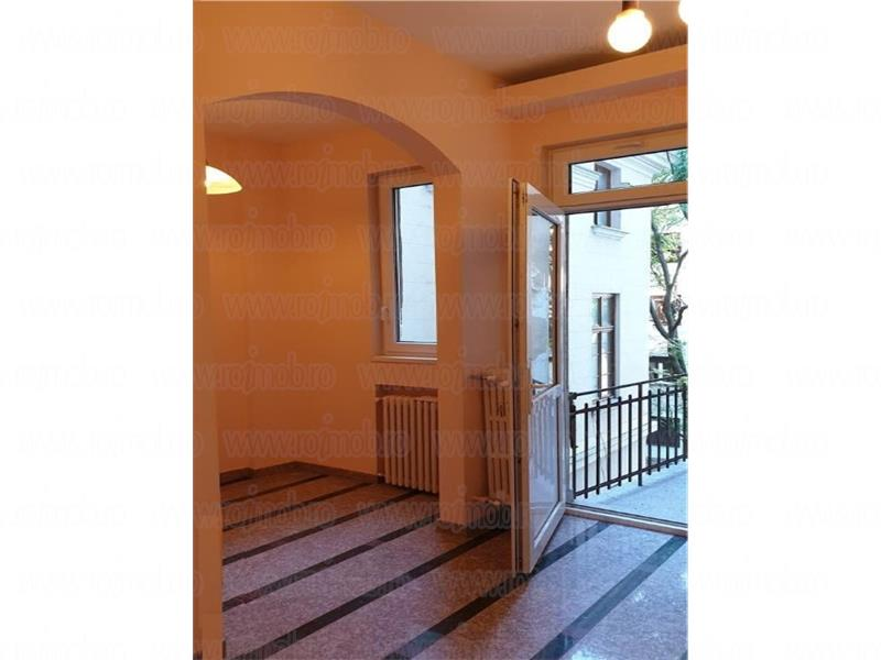 Apartament 5 camere renovat,etajul 2/5, zona Armeneasca