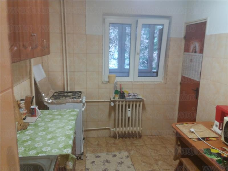 Apartament 2 Camere Dristori - Rm. Valcea, Bloc 1984, Decomandat