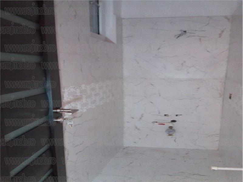 Apartament 3 camere renovat, etajul 2/3 , zona Batistei