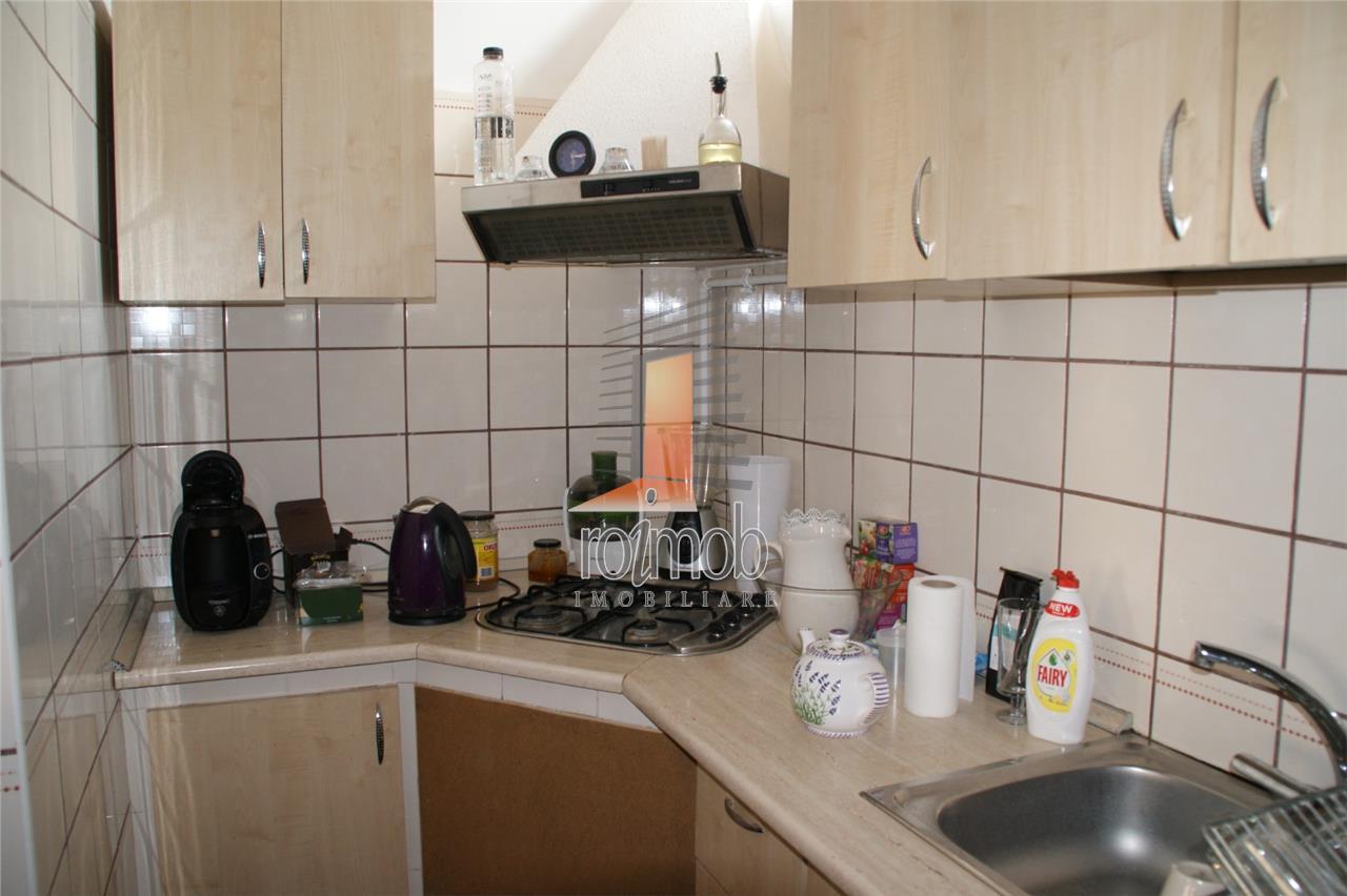 Duplex in vila, intrare separata, 6 camere, renovat, imobil solid
