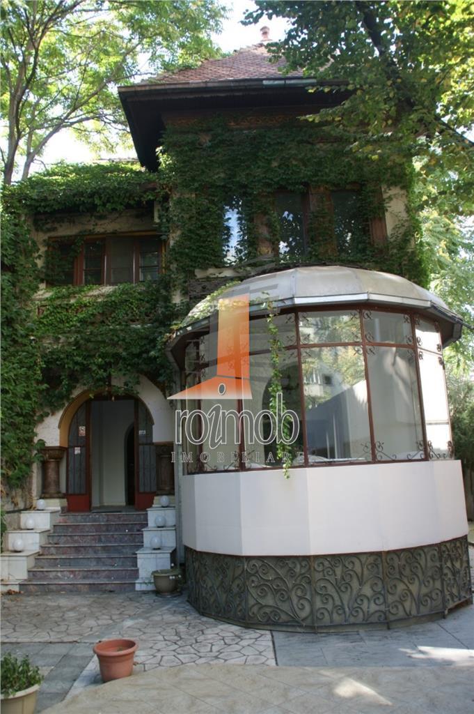 Banu Manta vila burgheza 535 mp utili, curte mare, restaurant/clinica