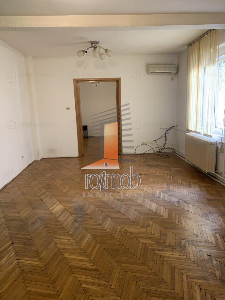Vila P+1 Piata Muncii 200mp, 8 camere, curte libera 80 mp