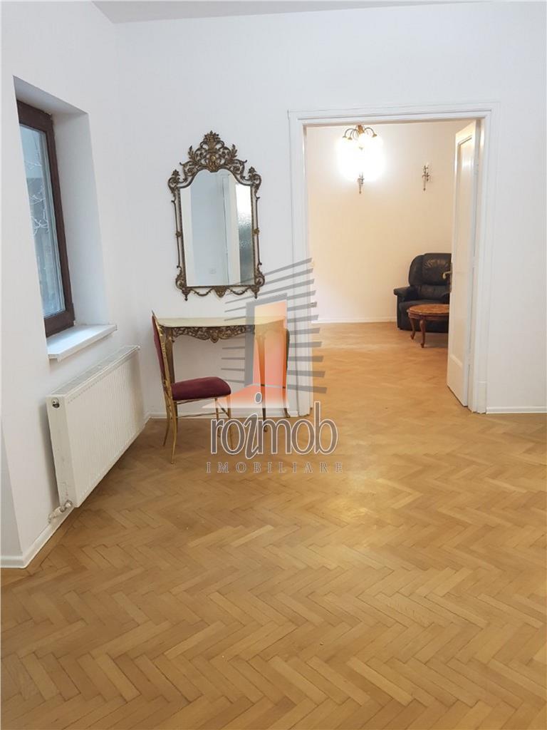 Armeneasca, apartament deosebit, 5 camere, renovat recent, zona buna.