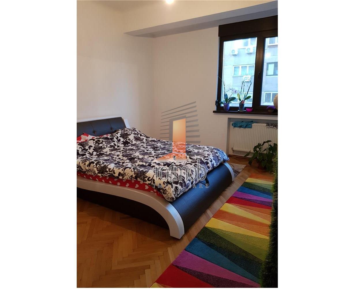 Apartament in vila, 4 camere, boxa, pod si curte, Mosilor
