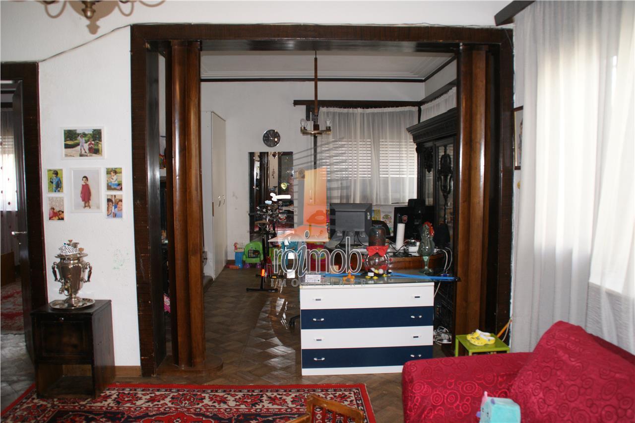 Calarasilor, 5 camere,200 mp.,et.1/2+M, terasa, boxa, garaj.