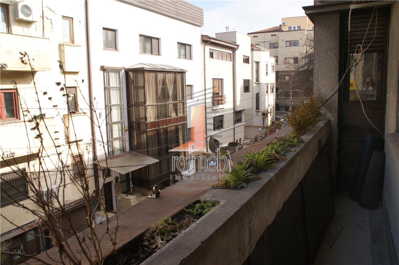 Piata Sfantul Stefan, ap. 5 camere, deosebit, 200 mp. garaj ,  terasa.