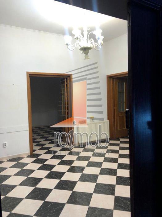 Apartament 5 camere etajul1/P+2, Piata Unirii