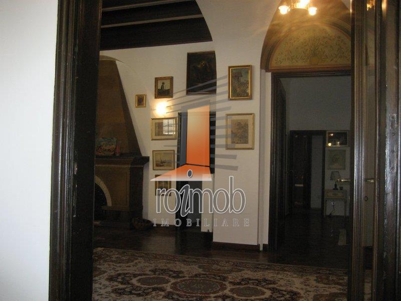 Parter superb de vila, 6 camere, terasa, Mantuleasa