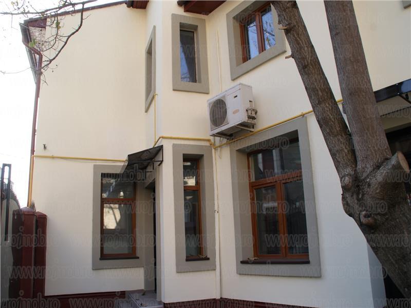 Ferdinand vila P+1+M, consolidata 2007, 12 camere, 274 mp utili