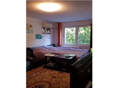 Apartament 3 camere decomandat,etajul 2/8, Stefan cel Mare-Metrou