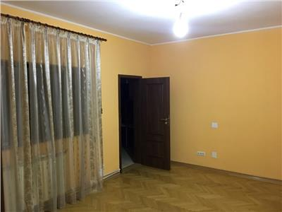Pache Protopopescu parter de vila 3 camere, renovat, curte