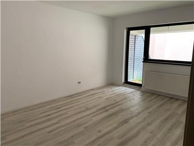 Calarasilor, Hala Traian, bloc 2019, 2 camere, curte proprie de 50 mp.