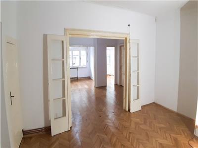 Parter de vila pentru birouri, 4 camere, Piata Rosetti - Negustori