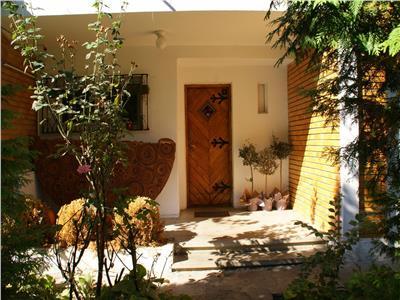 Inchiriere vila cu 5 camere, birouri, curte individuala, Floreasca