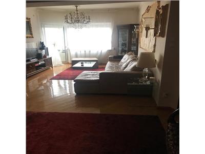 Apartament 4 camere etajul 2/4, modernizat, zona Armeneasca