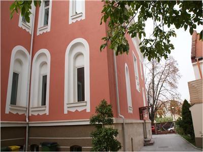 Armeneasca Unirii Universitate ultracentral, vila reprezentativa