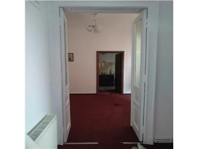 Stefan cel Mare, casa 3 camere, 80 mp, curte 100mp