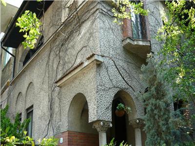 Vila cu arhitectura P+E, 180 mp, 6 camere, Domenii