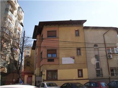 Vila S+P+2 Teiul Doamnei stradal,ideal investitie