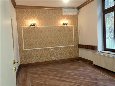 Vanzare vila D+P+1E+M, 7 camere, Universitate - Calea Mosilor
