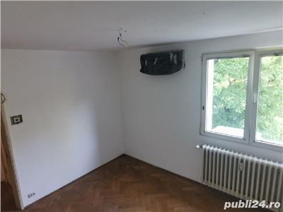 Vanzare apartament semidecomandat 3 camere Balta Alba