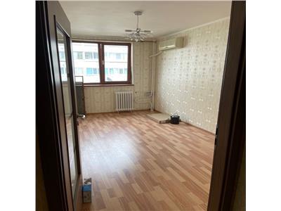 Vanzare apartament 2 camere decomandat bloc 1977 aproape de metrou Titan