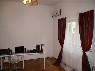 Piata Muncii stradal parter de vila 3 camere 60mp, pretabil birou
